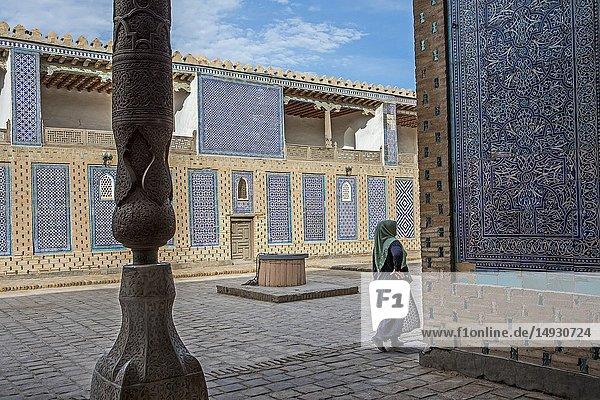 Courtyard of Tosh-Hovli Palace  Khiva  Uzbekistan.