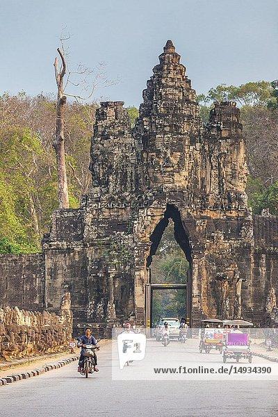 Cambodia  Angkor  Angkor Thom  South Gate  dawn.