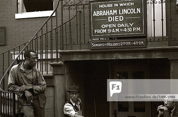Washington  D.C. house where Lincoln died. Negroes out front