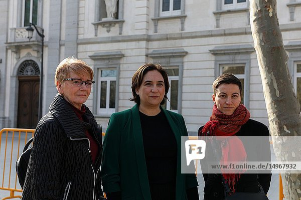 Gabriele Zimmer(L)  MEP and spokesperson of the group of Izquierda Unitaria  Ada Colau(C)  Mayor of Barcelona City Council and Ska Keller  MEPs and spokesperson of the group of the Greens in front of the Supreme Court