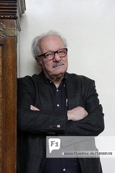 Javier Reverte presents the reissue of the trilogy about the Civil War that ended more than a decade ago and consists of the books 'Flags in the fog'  'The time of heroes' and 'Come to us your kingdom'  in the one that runs the contest from its beginning until the 50 threading fiction and chronicle.