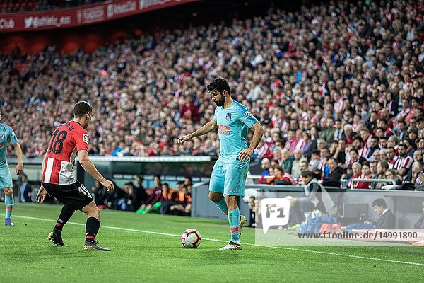 Diego Costa (R) and Oscar de Marcos (L) dispute the ball during a Spanish League match between Athletic Club Bilbao and Athletico de Madrid at San Mames Stadium on March 16  2019 in Bilbao  Spain