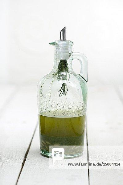 Aceite de oliva con albahaca y piñones.