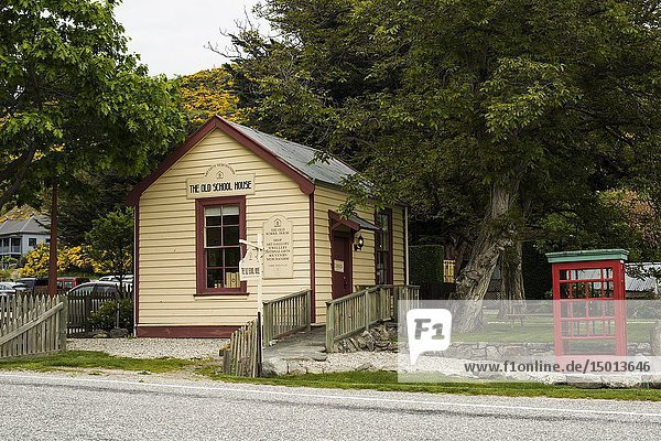 Old school house in Cardrona  South Island  New Zealand.