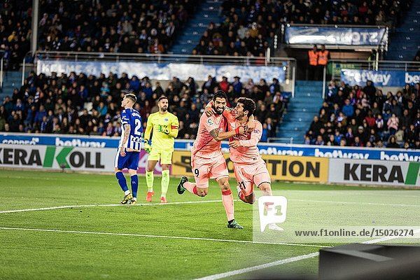 Carles Aleña and Luis Suarez  FC Barcelona player  celebrate the goal during a Spanish League match between Deportivo Alaves and FC Barcelona at Estadio de Mendizorroza on April 23  2019 in Vitoria  Spain