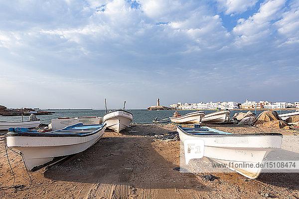Fischerboote in der Bucht von Sur  Sur  Oman