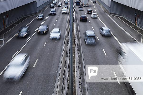 Straßenverkehr  Mittlerer Ring  München  Deutschland
