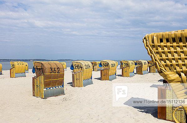 Strand mit Kapuzenstrandkörben  Ostseebad Laboe  Ostufer  Kieler Förde  Schleswig-Holstein  Deutschland