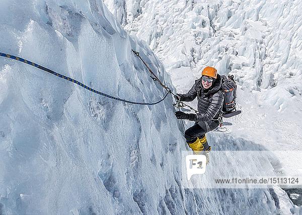 Nepal  Solo Khumbu  Everest  Mountaineers climbing on icefall
