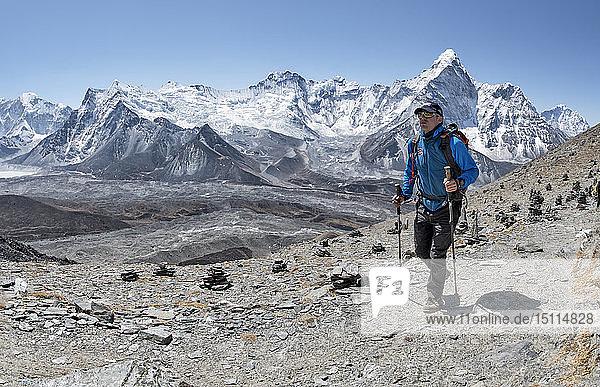 Nepal  Solo Khumbu  Everest  Mountaineer at Chukkung Ri