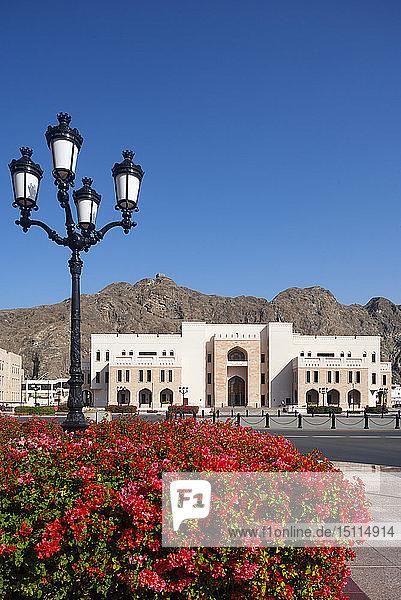Straßenlaterne am Al Alam-Platz  Finanzministerium  Regierungsviertel  Muskat  Oman
