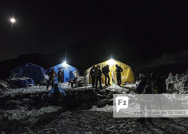 Nepal  Solo Khumbu  Everest Basislager bei Nacht