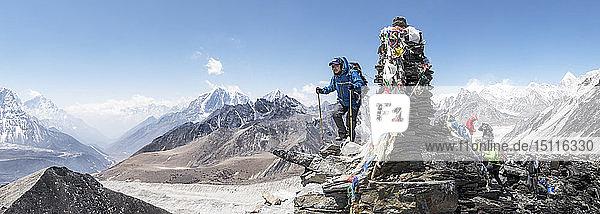 Nepal  Solo Khumbu  Everest  Mountaineers at Chukkung Ri