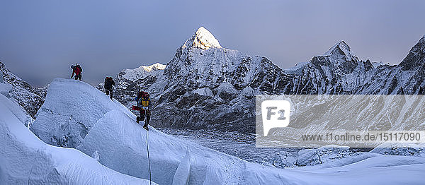 Nepal  Solo Khumbu  Mountaineers at Everest Icefall  Pumori in background