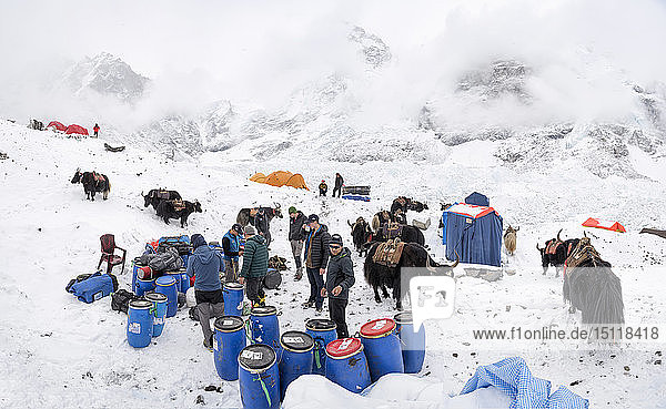 Nepal  Solo Khumbu  Mountaineers at Everest Base Camp