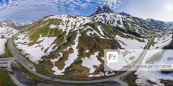 Luftaufnahme über Widderstein am Hochtannbergpass  Vorarlberg  Österreich