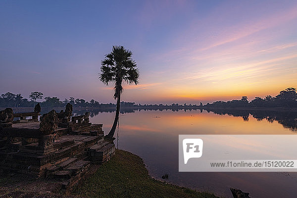 Blick auf Srah Srang bei Sonnenuntergang  Kambodscha