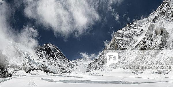 Nepal  Solo Khumbu  Everest  Bergsteiger am Western Cwm