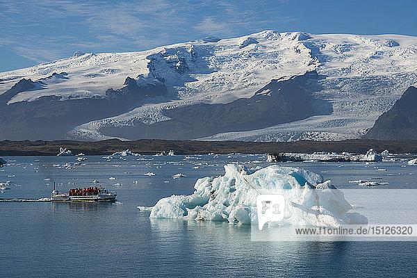A boat tour on Jokulsarlon Glacier Lagoon  with Breidamerkurjokull Glacier behind  South East Iceland  Iceland  Polar Regions