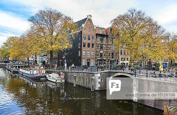 Canal houses at Korte Prinsengracht in autumn  Brouwersgracht  Amsterdam  North Holland  The Netherlands  Europe