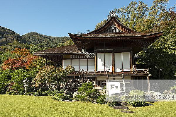 Daijokaku  the main house surrounded by autumn foliage at the Okochi Sanso Villa Garden  Kyoto  Japan  Asia