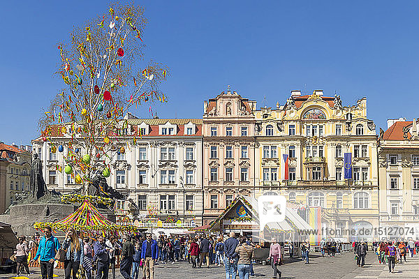 Easter Market at the old town market square  UNESCO World Heritage Site  Prague  Bohemia  Czech Republic  Europe