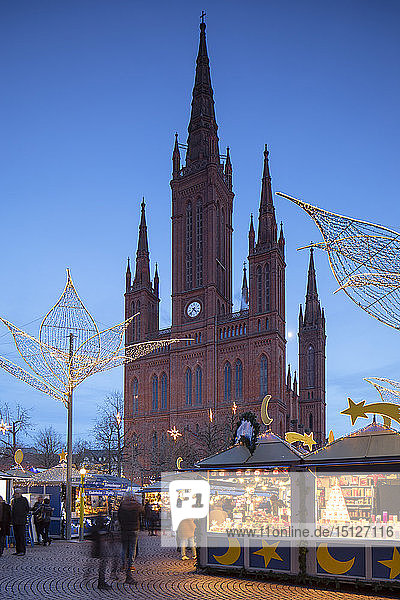 Christmas market and Marktkirche (Market Church) at dusk  Wiesbaden  Hesse  Germany  Europe