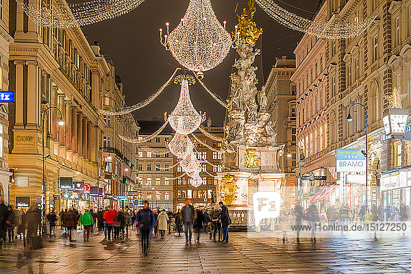 Christmas illuminations after dark on Vienna's city centre thoroughfare the Graben  Vienna  Austria  Europe