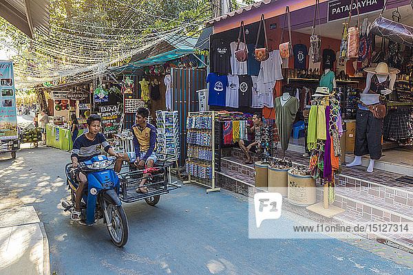 A street scene in Ko Lipe  Tarutao National Marine Park  Thailand  Southeast Asia  Asia