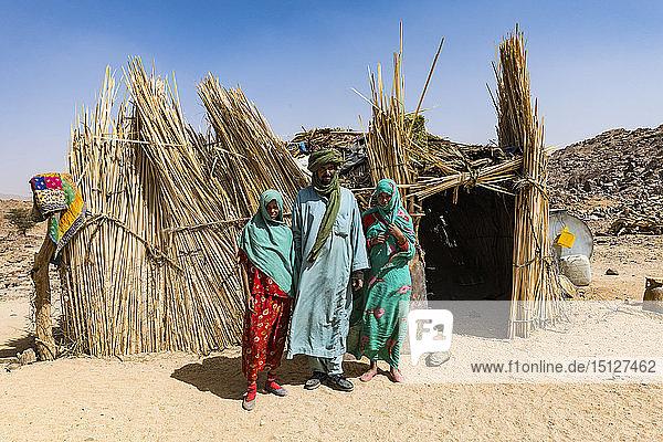 Tuareg family posing in front of their hut  near Tamanrasset  Algeria  North Africa  Africa