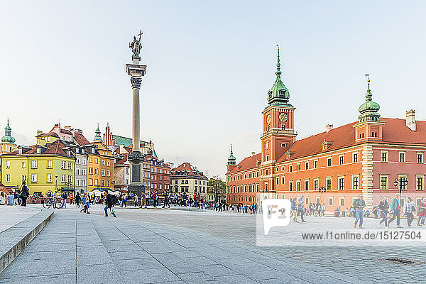 Sigismund's Column and Royal Castle in Castle Square in the old town  UNESCO World Heritage Site  Warsaw  Poland  Europe