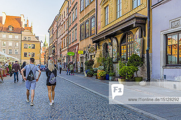 A restaurant in the colourful Old Town Market Place Square in the old town  UNESCO World Heritage Site  Warsaw  Poland  Europe