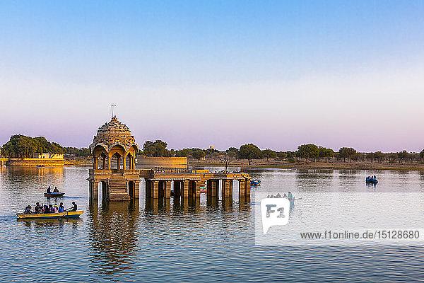 Gadisar Lake in late afternoon light  Jaisalmer  Rajasthan  India  Asia