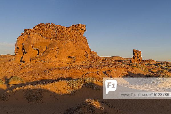 Sunset in the Sahara Desert near Timimoun  western Algeria  North Africa  Africa