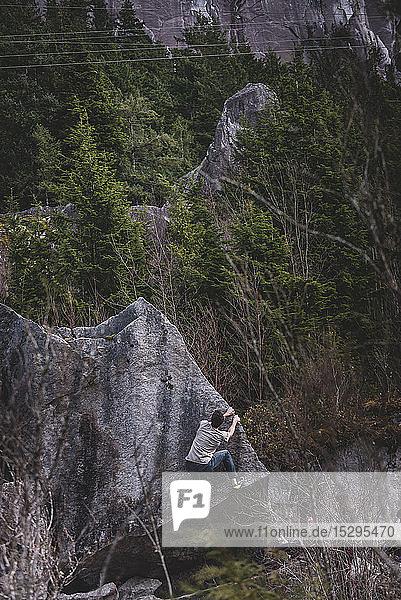Kletterfelsen im Wald  Squamish  Kanada
