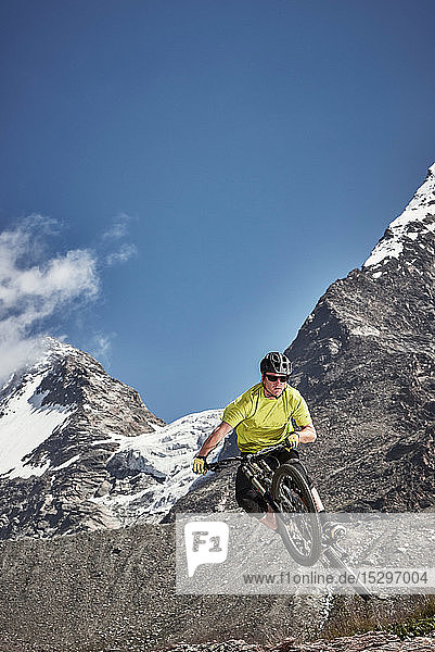 Mountainbike-Springen  Saas-Fee  Wallis  Schweiz