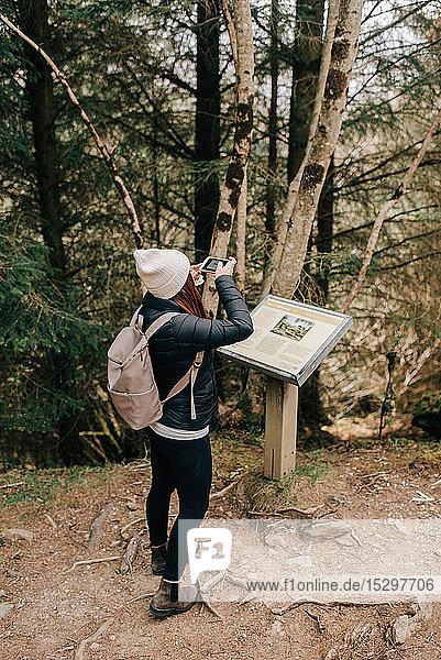 Informationstafel für Fotografinnen  Trossachs-Nationalpark  Kanada