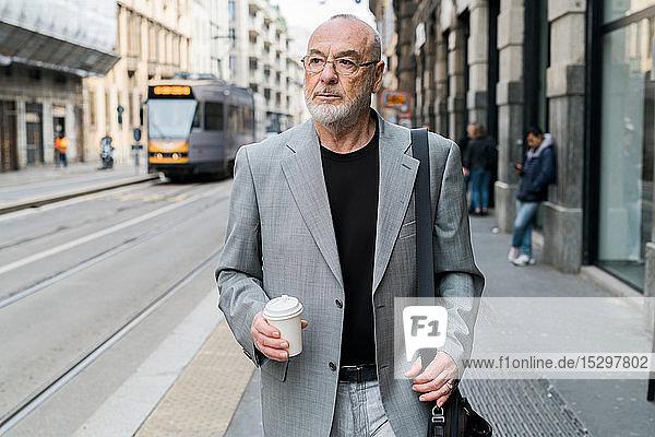 Geschäftsmann in der Stadt  Mailand  Lombardei  Italien
