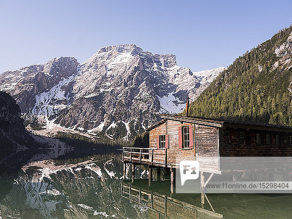 taly  South Tyrol  Dolomites  Lago di Braies  Fanes-Sennes-Prags Nature Park in the morning light
