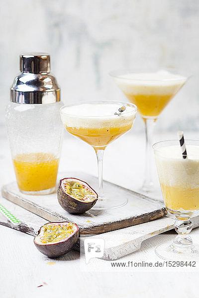 Cremiger Sommerfruchtcocktail mit Passionsfruchtsaft  Orangensaft  Zitronensaft  Ananassaft  Vanille  Sahne