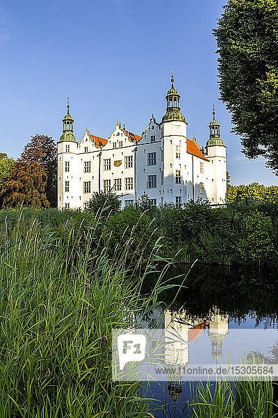 Germany  Ahrensburg  Ahrensburg palace reflected in pond