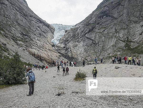 Tourists at Jostedalsbreen Glacier  Jostedalsbreen National Park  Briksdalsbreen  Norway