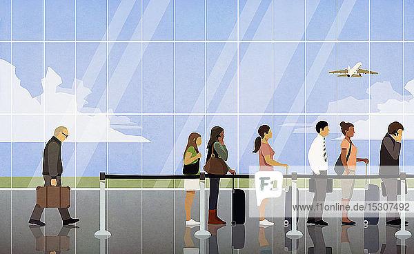 Wartende in der Warteschlange bei der Flughafenkontrolle