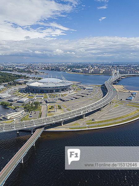 Luftaufnahme über der Gazprom-Arena  St. Petersburg  Russland