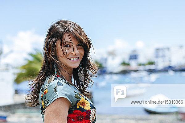 Frau in Arrecife  Spanien