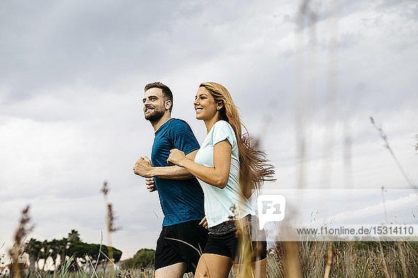 Junges Paar beim Joggen
