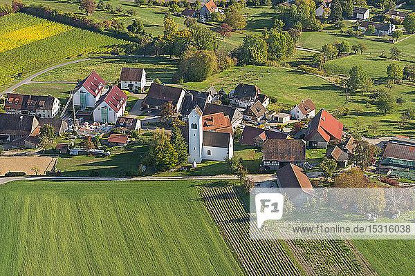 Deutschland  Baden-Württemberg  Luftaufnahme von Dorf und Feldern