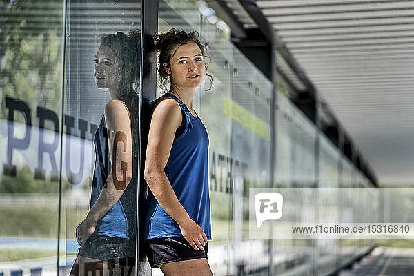 Porträt einer jungen sportlichen Frau