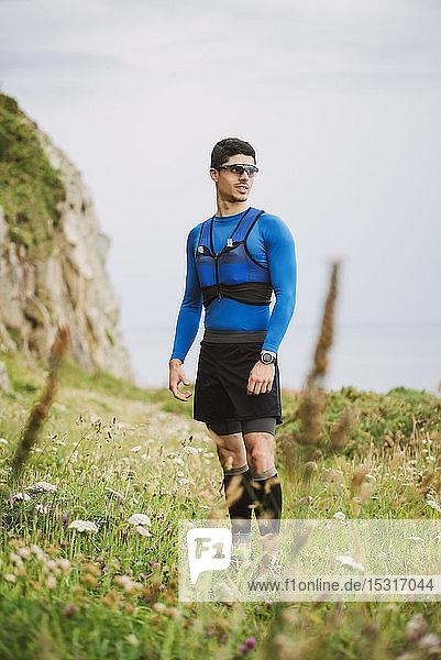 In der Natur stehender Trailrunner  Ferrol  Spanien