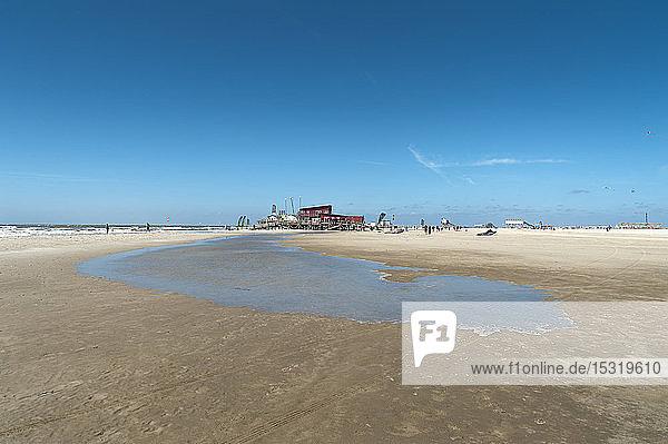 Deutschland  Schleswig-Holstein  Sankt Peter-Ording  Gezeitenbecken am Strand